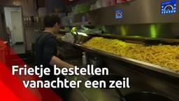 Je friet en vette snack bestel je veilig achter een zeiltje bij Cafetaria Klundert