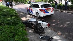 Scooterrijder zwaargewond naar ziekenhuis na botsing met auto