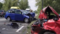Vijf gewonden door botsing met drie auto's, N279 bij Helmond urenlang dicht