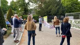 Bewoners Vught demonstreren bij gemeentehuis tegen ombouw N65