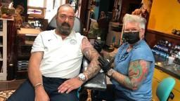 Tatoeëerders mogen weer en dus kan tatoeage van Johan in Vught voltooid worden