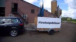 Boeren vertrekken vanuit Wanroij naar het RIVM in Bilthoven voor hun protestactie.