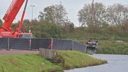 Auto uit water gehaald in Breda