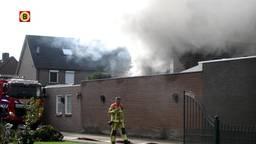 Uitslaande brand verwoest garage en twee auto's in Deurne