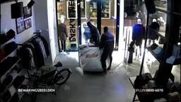 Winkeleigenaar Oosterhout sliep weken slecht na ramkraak, wie kent de daders?