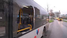 Auto en bus botsen op elkaar in Eindhoven