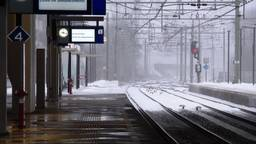 Verlaten NS-stations door stilleggen treinverkeer