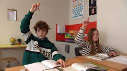 De kinderen zijn blij dat ze weer naar school kunnen en de leraren ook