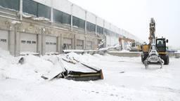 Luifel van Sligro in Veghel ingestort door opgehoopte sneeuw