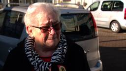 Relschoppers vernielden het autootje van de 78-jarige Tonnie