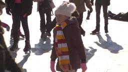 Schaatsers genieten van de zon, warme chocomel en een leuk uitje in plaats van carnaval