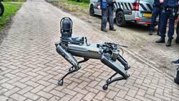 Deze robothond helpt de politie bij onderzoek naar het drugslab in Wernhout