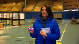 Anouschka zit op 'stressniveau 10' tijdens het stemmen, Autipas helpt haar