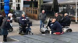 Krasse Tilburgse hangouderen geven hun mening over de politiek