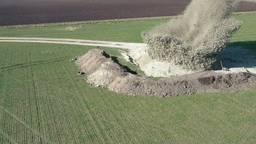Spectaculaire explosies op boerenakker in Heerle
