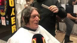 330 euro legde Ed Kostanje neer om vandaag als eerste geknipt te worden door kapper Joep Arts in Oss.