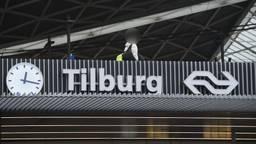 Verwarde man van dak van station in Tilburg gehaald
