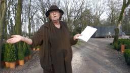 """'Kerstbomenvrouwtje"""" verliest haar bos door nieuwe weg"""