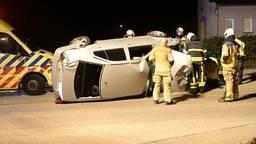 Brandweer bevrijdt zwaargewonde bestuurder uit auto na ongeval