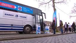 In Tilburg kun je stemmen in een touringcar.