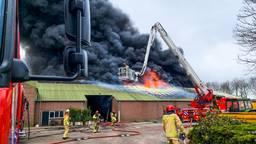 In een loods aan de Kuilenhurk in Vessem is een zeer grote brand uitgebroken.