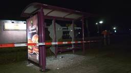 Spoor van vernieling Hank en Nieuwendijk, winkelruiten en bushokjes kapot