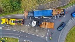 Gekantelde vrachtwagen blokkeert N69