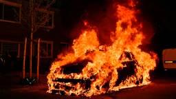 Wagen in vlammen op in straat waar vorig jaar een auto beschoten werd