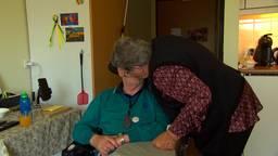 Jan (83) en Nel (81) mogen eindelijk weer knuffelen in het verzorgingshuis