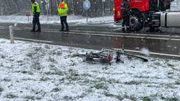 Fietser in Helmond ernstig gewond na botsing met auto.
