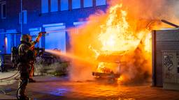 Bestelbus door brand verwoest in Oss, derde autobrand binnen een week