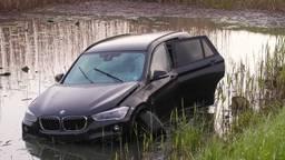 Auto belandt in water Rosmalen