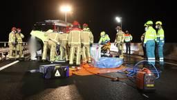 Auto slaat diverse keren over de kop op A58, vrouw gewond