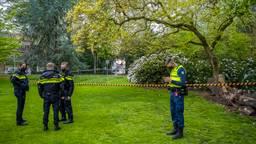 Wandelaar vindt dode in Wilhelminapark in Tilburg