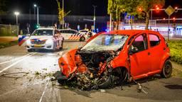Automobilist crasht na politieachtervolging en raakt zwaargewond