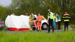 Zwaar ongeluk met vrachtwagen en auto in Tilburg