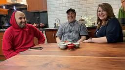 Fatima Zohra Gazuani en haar vader Mohamed Gazuani maken samen kookvideo's voor hun YouTube kanaal.