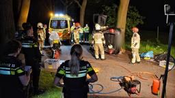 Vrouw bekneld nadat auto over de kop slaat in Tilburg