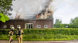 Grote uitslaande brand verwoest boerderij in Esbeek