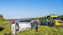 Automobilist met slok op slaat over de kop op A58 bij Gilze