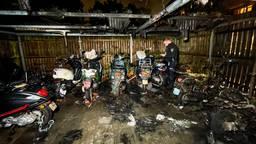 Brand verwoest twaalf scooters en brommers in fietsenstalling Eindhoven