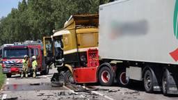 Bestuurder overlijdt na botsing tussen vrachtwagen en auto