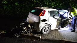 Automobilist maakt enorme klap in Someren, motorblok belandt achter auto