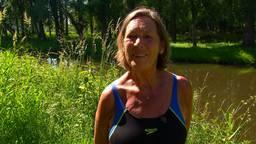 Ine (77) neemt elke dag een frisse duik in de Aa: 'Zo blijf ik lekker fit'