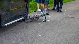 Busje schept wielrenner in Mierlo, slachtoffer zwaargewond naar ziekenhuis