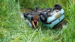 Auto slaat over de kop op de A59 bij Waalwijk, daarna weer botsing in file
