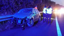 Automobilist crasht op A2 bij Maarheeze: 'Overal lagen brokstukken'