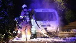 Auto in vlammen op in Heeswijk-Dinther