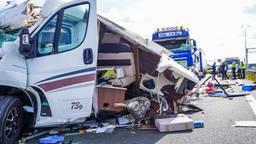Zwaar ongeluk op A2: twee zwaargewonden, weg hele middag dicht