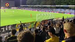 NAC-supporters scanderen 'Manders, rot op'.